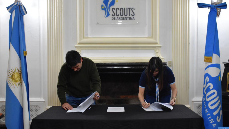 Firma de convenio con Inmigrantes Digitales